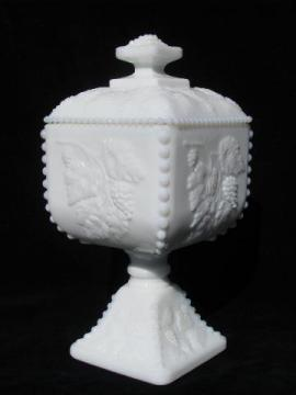 Westmoreland beaded grape bead edge grapes milk glass, pedestal candy dish