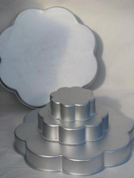 Wilton aluminum tiered wedding cake pans, flower petal shape