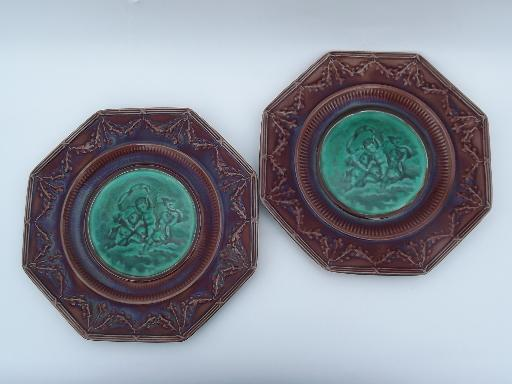 antique Wedgwood agate ware majolica plates, classical statuary pair