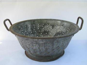 antique dairy strainer / kitchen colander basket, large round bowl w/ handles