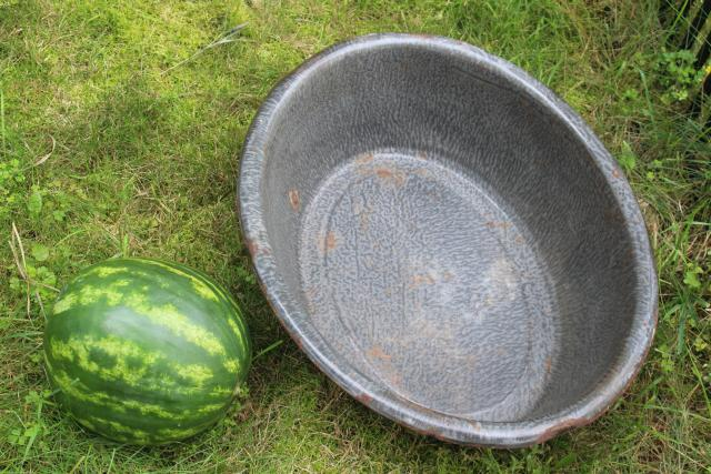 antique enamelware bathtub or foot bath, grey spatter graniteware enamel huge dish wash pan