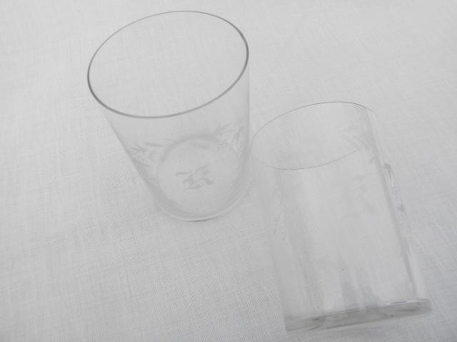 antique glass tumblers with letter R monogram, early 1900s vintage drinking glasses