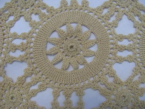 Free Crochet Pattern For Snowflake Table Runner : table runner: NEW 564 SNOWFLAKE TABLE RUNNER CROCHET PATTERN