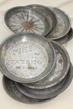 antique & vintage pie tins, old metal pie pans, rustic camp style plates