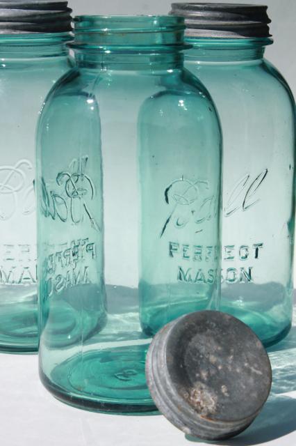 big 2 qt size vintage ball perfect mason aqua blue glass jars w old zinc metal lids. Black Bedroom Furniture Sets. Home Design Ideas