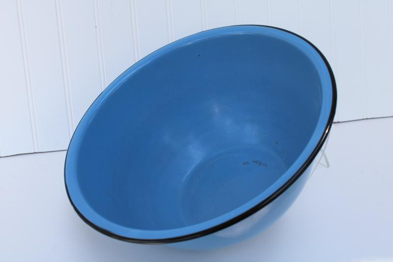 big blue enamelware bowl, 1930s 1940s vintage Cream City farmhouse kitchenware