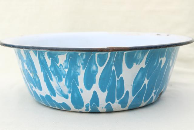 big old primitive bowl, 1920s 30s vintage blue swirl enamelware dishpan