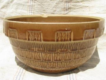 big shabby old USA stoneware pottery mixing bowl, shingles pattern