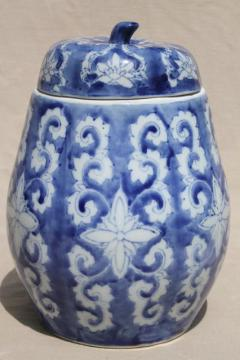 blue & white chinoiserie porcelain jar w/ winter melon or gourd shape