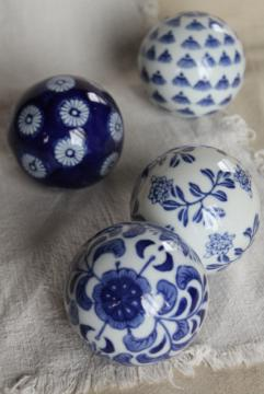 blue & white porcelain china carpet balls, 1990s vintage Victorian style decorative ornaments