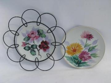 bright flowers 50s vintage Japan hand painted china plates, wirework frame