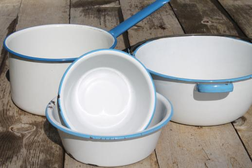 cottage kitchen vintage enamelware lot, jelly kettle w/ wire bail handle, pot, small basins