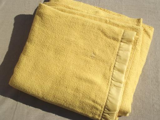 cozy old acrylic blankets, lot of vintage gold blankets for camp / camping