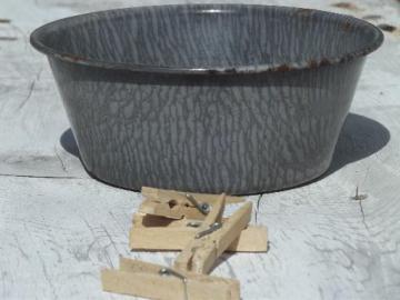 dolls size graniteware wash tub, old antique child's toy washtub
