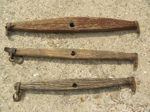 draft horse eveners, lot old wood single trees, primitive antique iron hooks