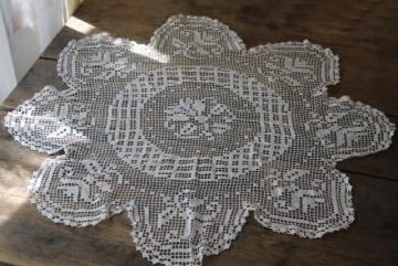 flower crocheted doily or table cover, handmade filet crochet lace antique vintage