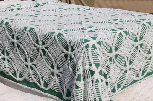 full vintage cotton chenille bedspread  white wedding ring pattern on jade  green. vintage chenille bedspreads  candlewick spreads etc