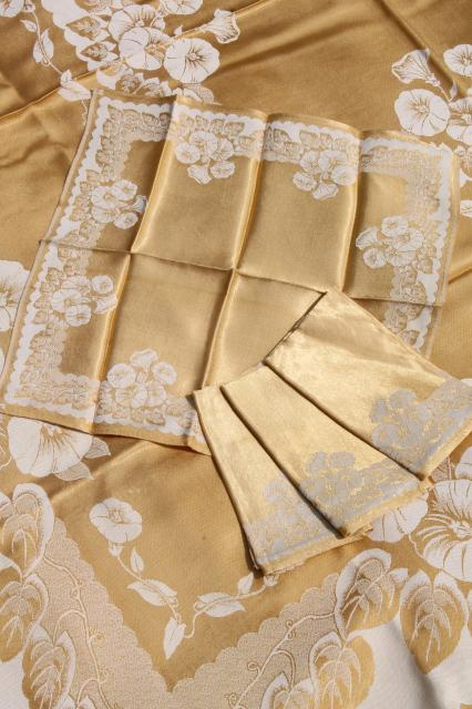 how to set a table with napkins