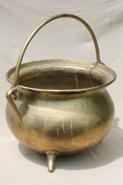 huge cast metal kettle witch cauldron pot w/ sturdy handle & three little feet