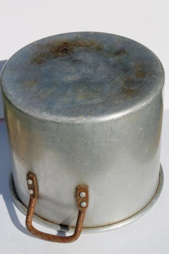 huge old Wear-Ever aluminum stockpot, commercial kitchen quality 20 qt pot semi-heavy weight
