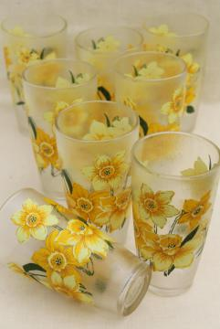 ice texture unbreakable plastic tumblers, vintage drinking glasses set w/ daffodils print