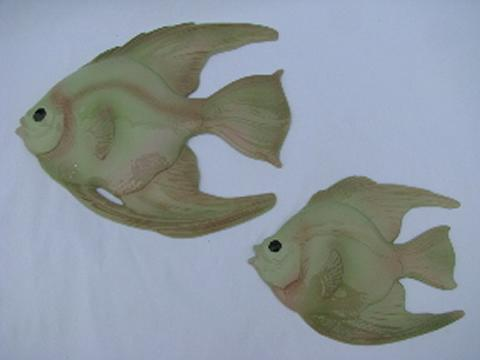 Commat For Bathroom : These are so cute! Vintage bath wall plaques - a kissy fish made of ...