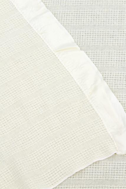 light summer weight white wool / acrylic blankets, vintage Faribo woven thermal weave