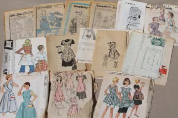 lot 50s 60s 70d vintage apron sewing patterns, flirty half aprons, pinafores