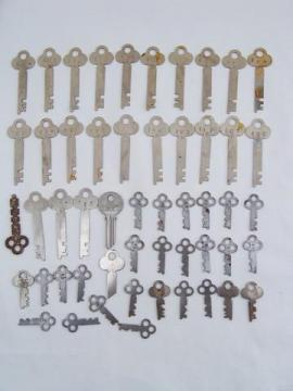 lot of 50 assorted old & vintage keys for padlocks, box, drawer locks etc
