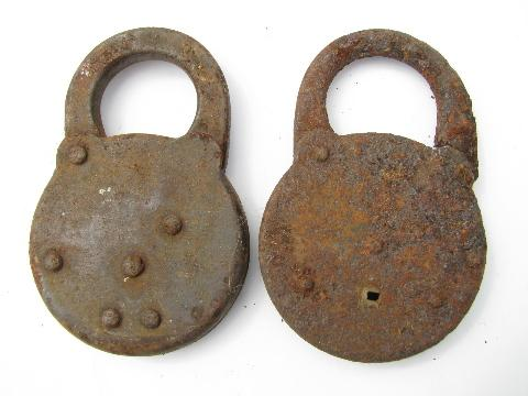 lot of primitive old iron padlocks, Wm Enders Oak Leaf