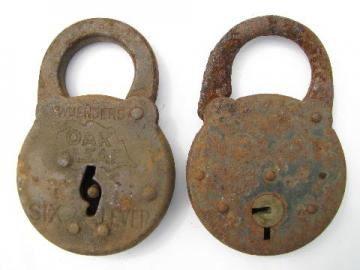 lot of primitive old iron padlocks, Wm Enders Oak Leaf