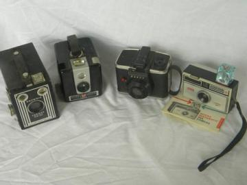 lot of vintage and retro Brownie and Kodak cameras, Hawkeye, Target etc.