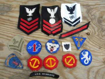 lot vintage US military insignia shoulder patches / badges