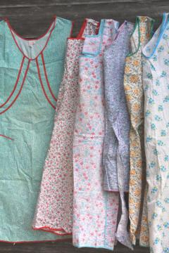 lot vintage kitchen smock coverall full aprons, pretty soft faded floral cotton prints
