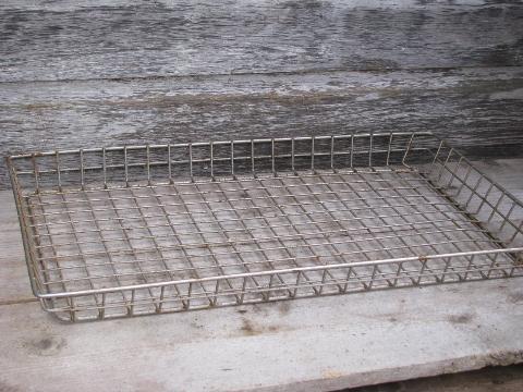 Machine Age Vintage Wire Shelf Storage Basket, Large Bread Carrier Tray