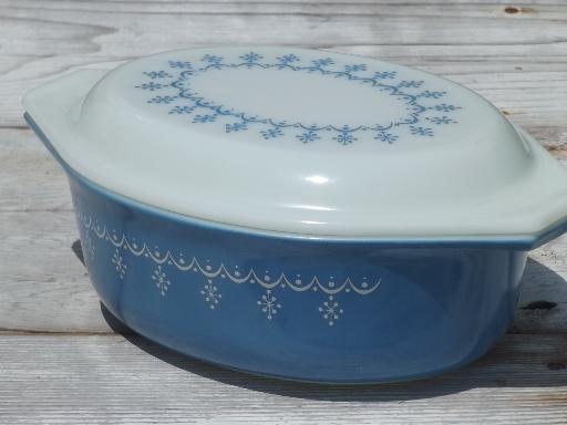 Mid Century Vintage Pyrex Oval Casserole Snowflake