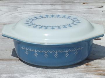 mid-century vintage Pyrex oval casserole, snowflake garland blue & white
