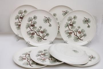 mid-century vintage Stetson pottery pine cone dinner plates, rustic cabin holiday dinnerware