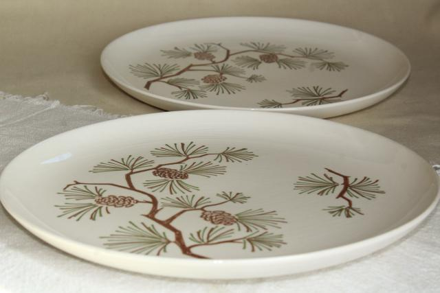 mid-century vintage pine pinecone dinner plates, Stetson china retro camp cabin decor