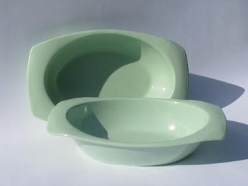 mod oblong serving bowls, 50s vintage melmac, retro mint green color