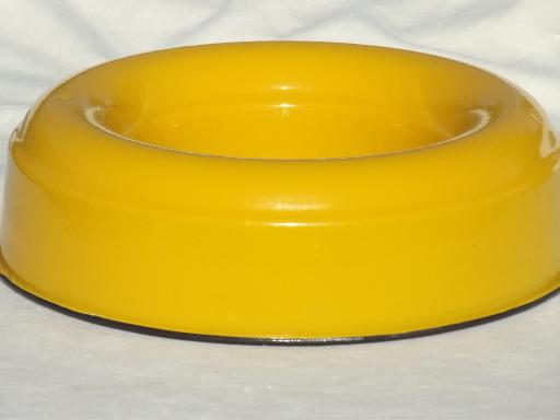 Old Cream City Enamel Ware Ring Pan Vintage Yellow