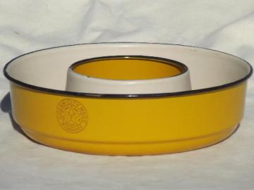 old Cream City enamel ware ring pan, vintage yellow enamelware food mold