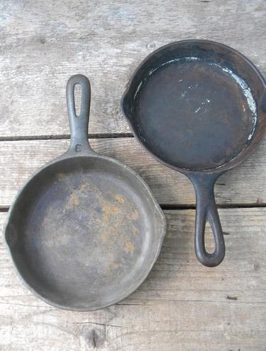 old cast iron cookware, skillets or fry pans for chuck wagon cornbread