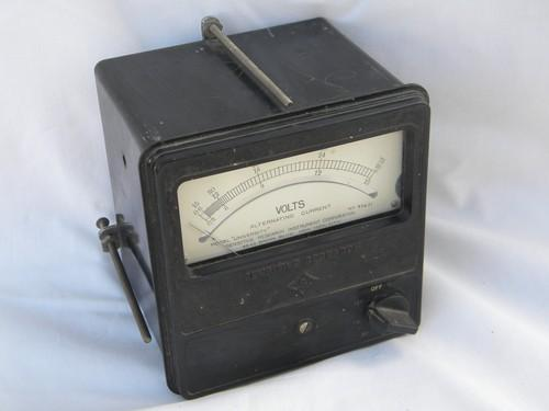 old early electric vintage AC voltmeter w/ panel mount bakelite case