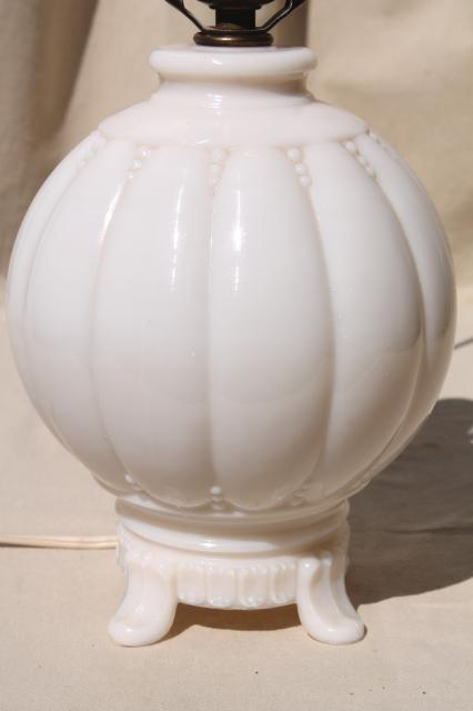 Old Ivory Colored Milk Glass Table Lamp Vintage Alacite