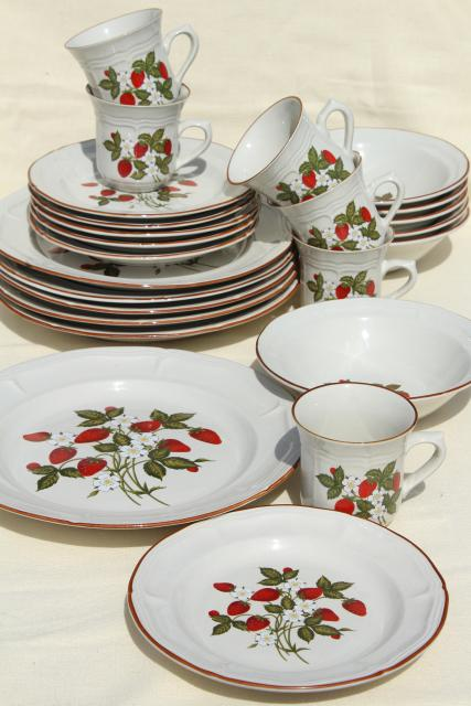 old strawberry pattern 70s 80s vintage Gibson stoneware dishes set for 6 & old strawberry pattern 70s 80s vintage Gibson stoneware dishes set ...