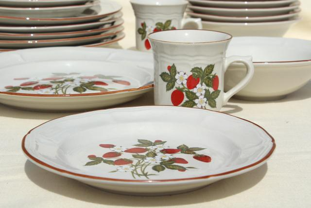 Old Strawberry Pattern, 70s 80s Vintage Gibson Stoneware Dishes Set For 6