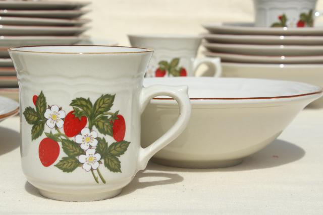 old strawberry pattern 70s 80s vintage gibson stoneware dishes set for 6 - Stoneware Dishes