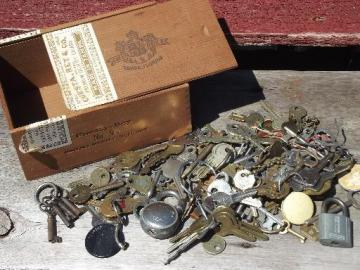 old vintage antique key lot, 100+ skeleton keys, car keys etc. padlocks