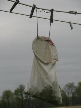 old washday primitive, 1930s laundry clothespin bag w/ clothesline hanger